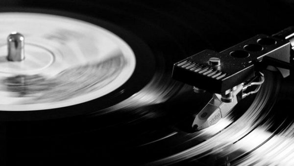"Il documentario ""Vinilici. Perché il vinile ama la musica"" è disponibile in streaming"