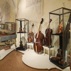 Still alive. La più grande collezione al mondo di strumenti antichi ad arco in mostra a San Colombano