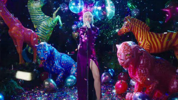 """Il sound anni '80 di Miley Cyrus: """"Midnight Sky"""" è il nuovo singolo (con video)"""