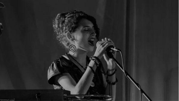 """Appuntamento online con la polistrumentista e cantante Valeria Sturba che presenterà """"Voices"""""""