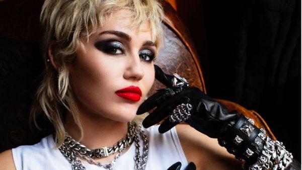 """È uscito oggi """"Plastic Hearts"""" il nuovo album di Miley Cyrus"""