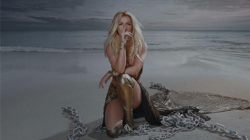 """Britney Spears festeggia il compleanno con """"Swimming in the stars"""""""