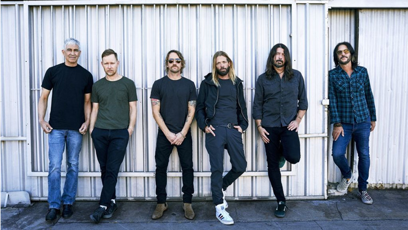"I Foo Fighters festeggiano il compleanno di Dave Grohl con ""Waiting on a war"""