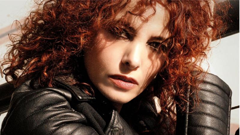 """""""La chiamano strega"""": il video di Rossella Seno, cantattrice impegnata"""