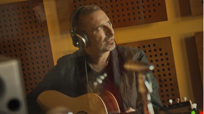 """È in radio la nuova canzone di Pacifico: """"Gli anni davanti"""""""