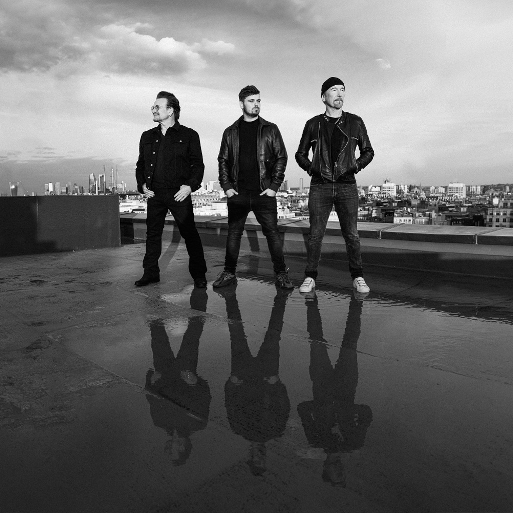 "Martin Garrix feat. Bono & The Edge in ""We are the people"" (UEFA Euro 2020)"