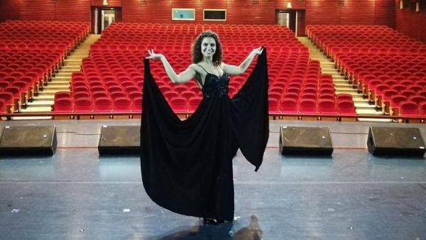"""""""Sono fuori"""": il nuovo album di inediti della cantautrice Gaia Gentile"""