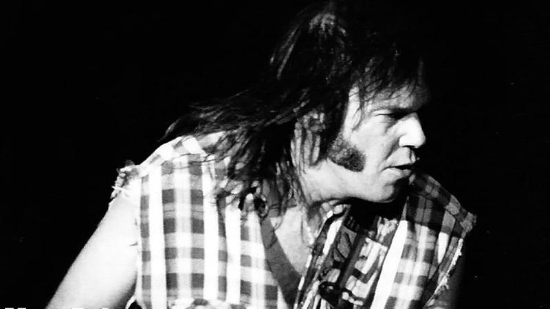 """""""Cercando il nuovo mondo"""". La storia di Neil Young"""